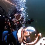 Кот под водой