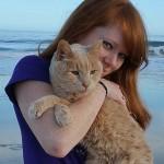 Девушка спасла 21-летнего кота, которого бросил хозяин, и решила скрасить последние дни его жизни